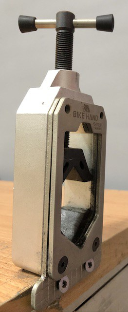 Carbon Steerer Clamp for cutting carbon forks
