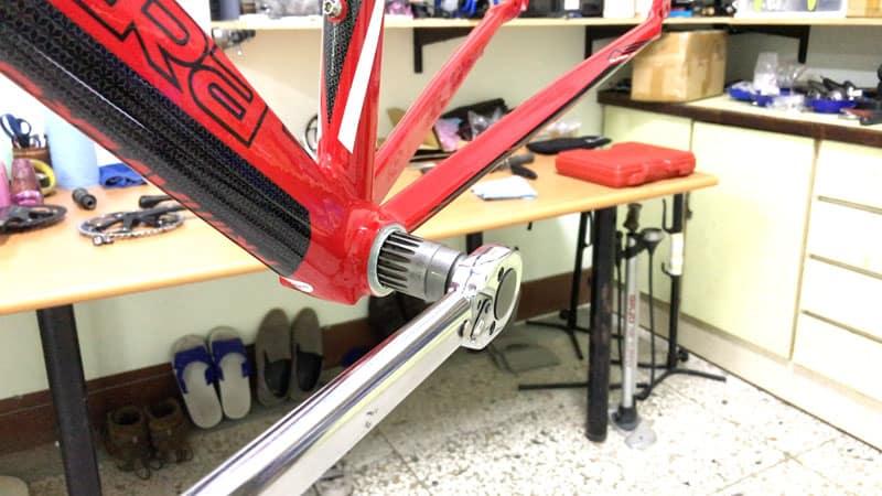 Torque Wrench Tightening Left Side square taper bottom bracket